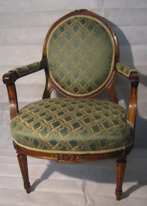 Carved walnut armchair reupholstered with Asburgo Chinè fabric and polished with shellac - Piedmont - 19th century