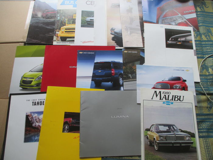 Car brochures (Chevrolet, 17 x, 1980-2008)