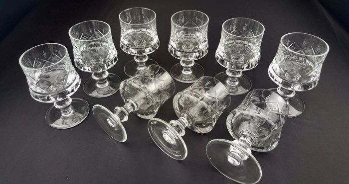 Set of 9 goblets in engraved cut crystal glass - France, 1930s