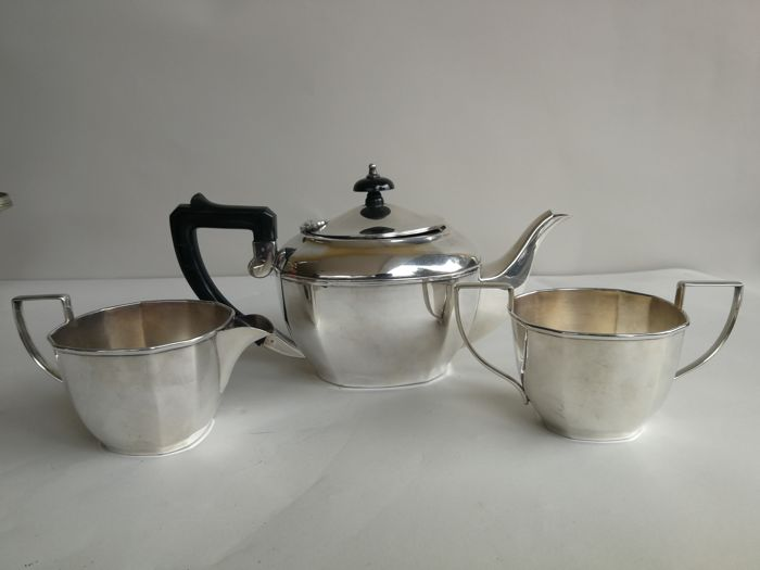 Lot consisting of a 3-piece vintage silver plated tea set by Co-Operative Wholesale Society
