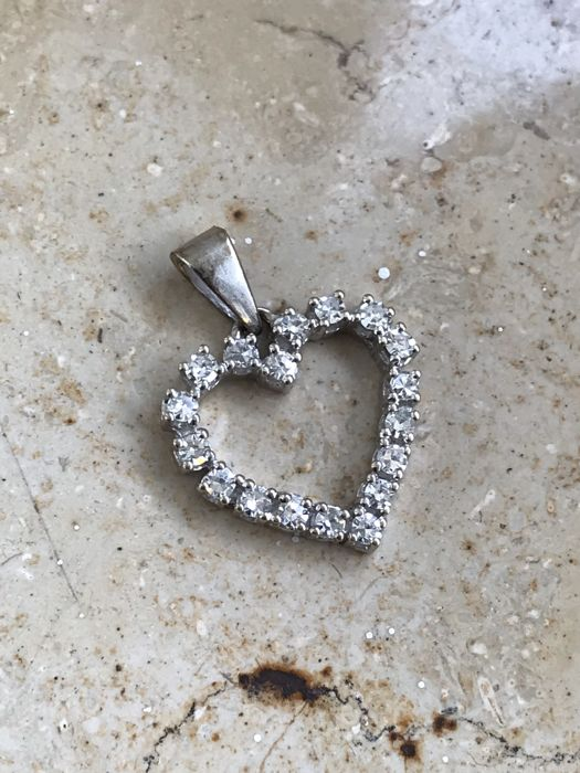 Heart pendant with brilliants 0.90 ct