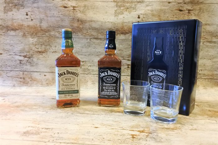 2 bottles - Jack Daniel's Rye and No7 in metal mesh gift box