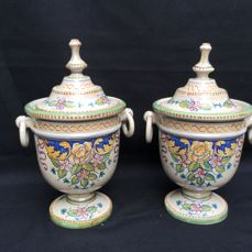 Two 'Majolica' - Hand painted apothecary pots - Grazia Deruta Italy