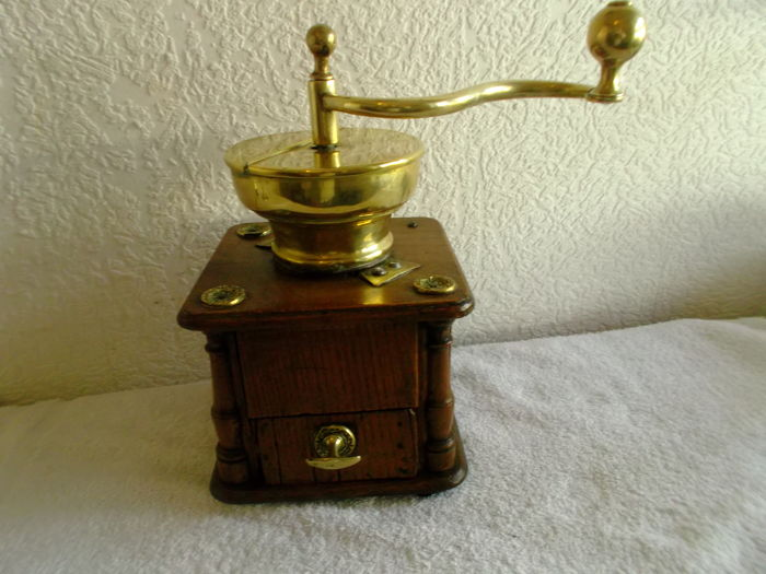 Blond oak with decorations coffee grinder - early 19th century