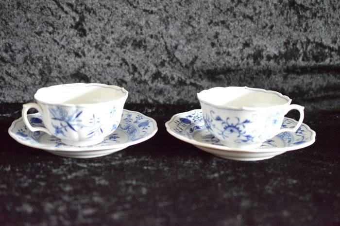 Meissen, onion pattern – 2 big tea cups, top 2nd Choice