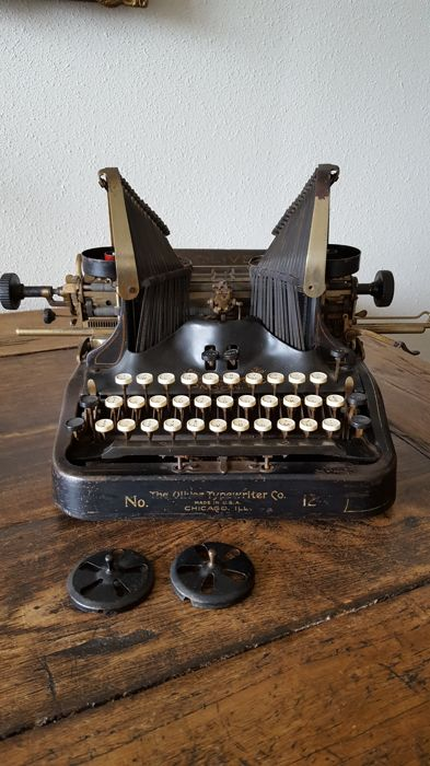 Rather rare Oliver typewriter nr. 12. Serial number 1030287 made 1925-1928.