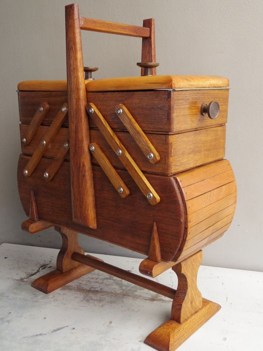 Sewing box harmonica large five compartments, The Netherlands, first half 20th century