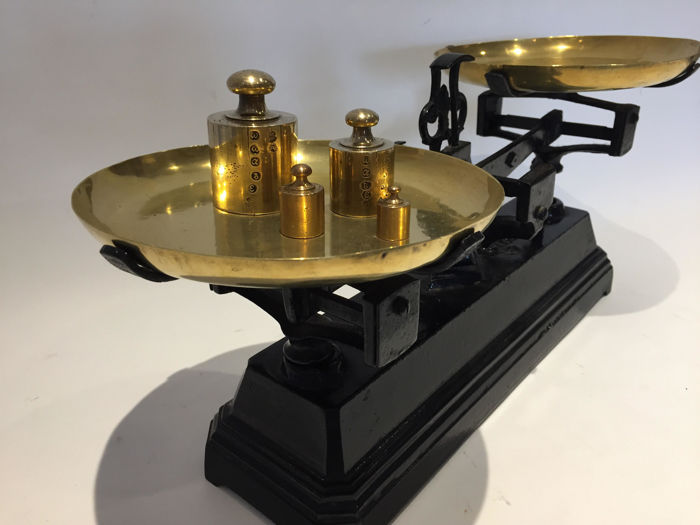 Magnificent antique scales with a set of weights - cast iron and copper in perfect condition