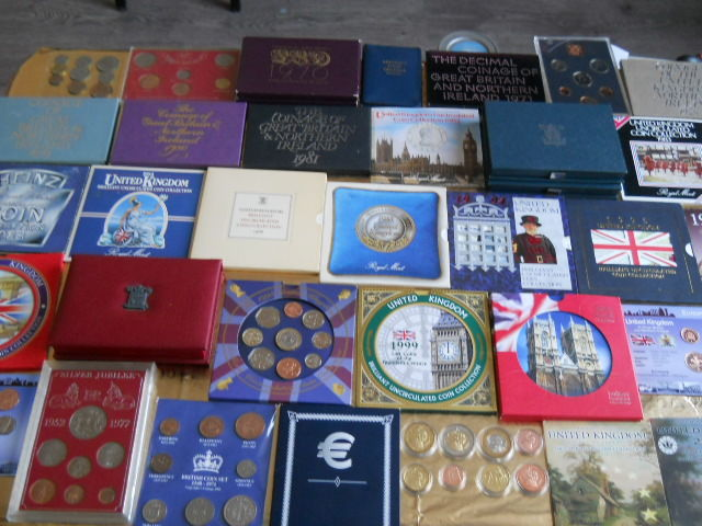 United Kingdom - Lot of various coins in sets (36 items) + 2 loose coins