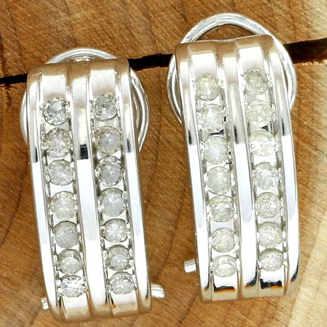 *NO RESERVE PRICE* - 14k White Gold Clasp Earrings Set with 0.40 ct Diamond