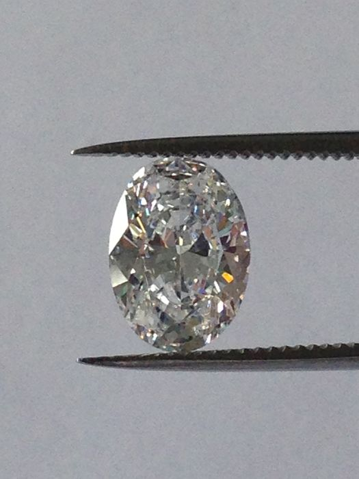 1.12 carat oval, brilliant cut, D colour / VVS1 clarity