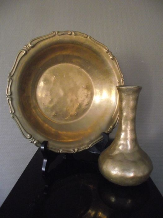 Very nice set of a heavy bronze dish and vase.