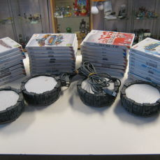 36 originele Wii games + 4 Skylander platforms.