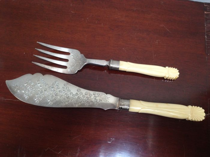 Antique English serving cutlery for fish, handles of bone with silver plated top and silver cuffs.