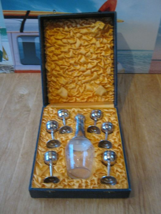 Very Special Rare silver plated mini decanter +6 silver plated mini chalices all in original condition, from ca. 1920-1930
