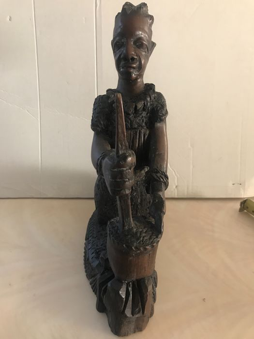 African wooden sculpture woman - early 20th century