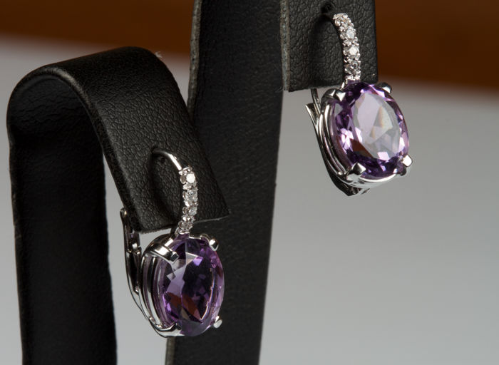 18 kt white gold earrings with oval cut faceted amethysts and diamonds