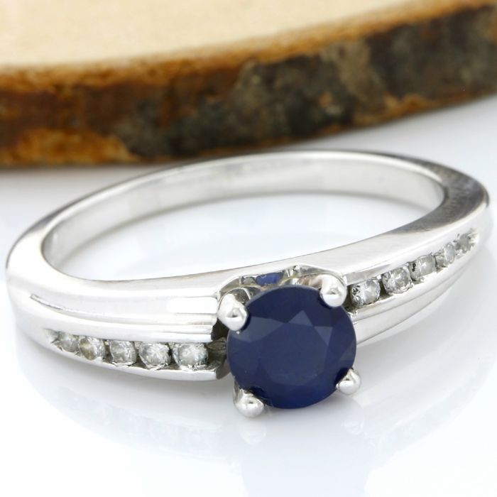 18 kt White Gold 0.71 ct Sapphire, 0.15 ct Diamond Ring; Size: 6.5