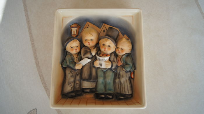Goebel, Hummel 134 - Four Singing Boys wall plaque
