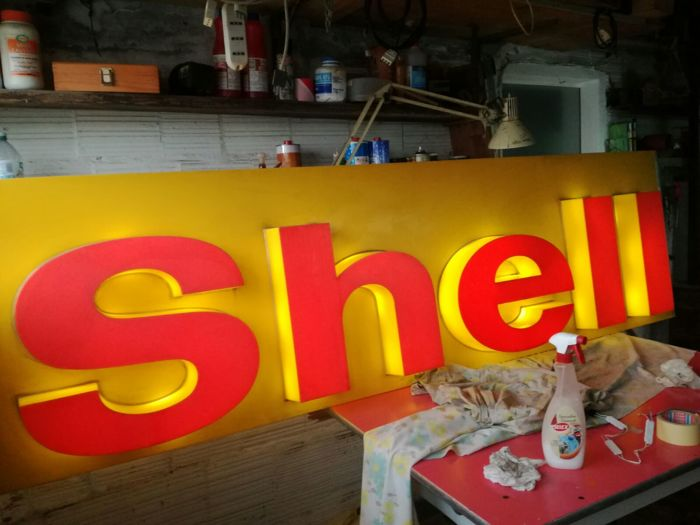 """Lighted """"Shell"""" sign - 1980s"""