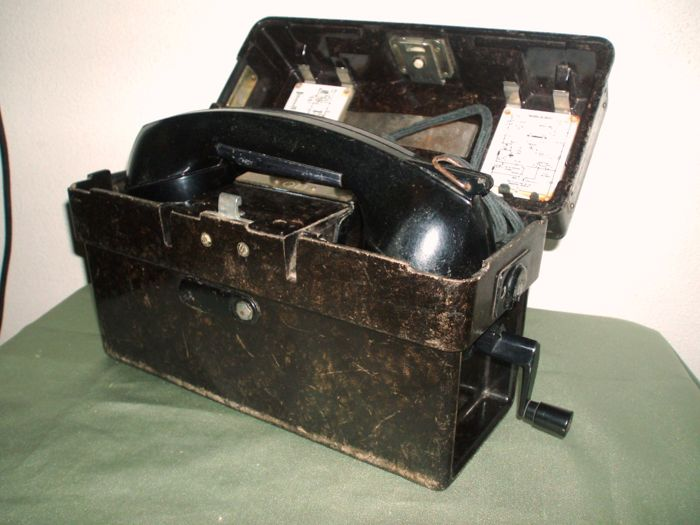 Bakelite field phone Standard Elektrik Lorenz - Ca, 1967 Netherlands - German Royal Air Force
