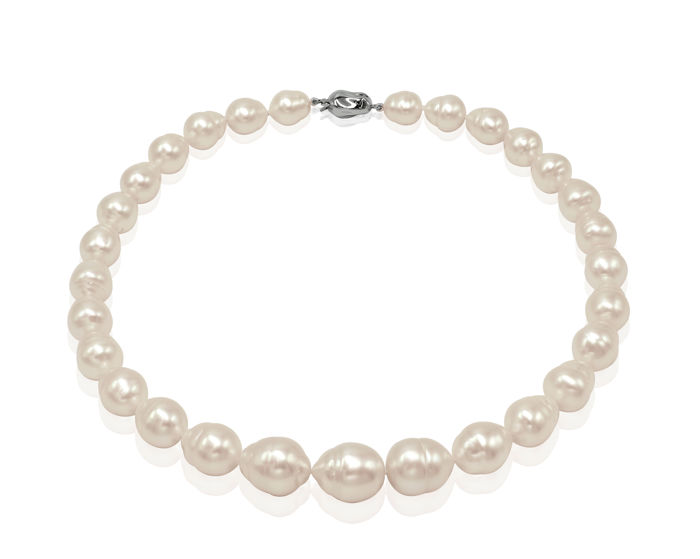 Lustrous 10.1x15.2mm Australian South Sea Pearl Necklace Completed with an 18K White Gold Clasp - Authenticity Certificate