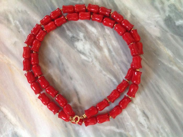 Necklace of red coral with yellow gold 14 kt / not gold-plated / Length 49 cm