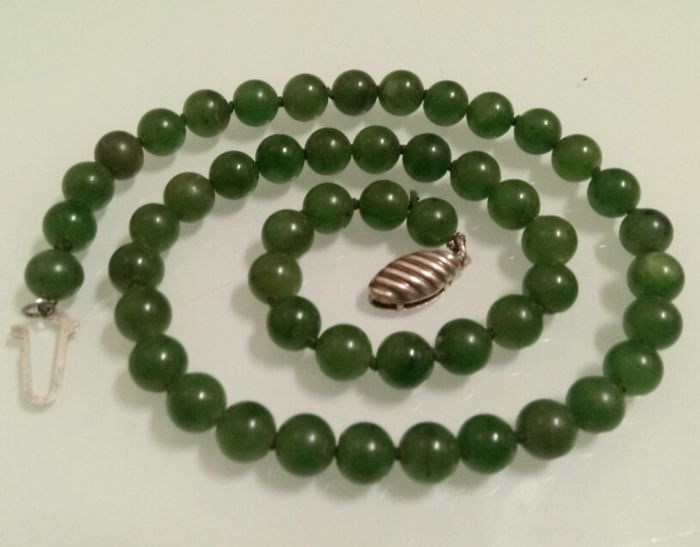 Very beautiful old natural Imperial Jade necklace, 41.7 gr.