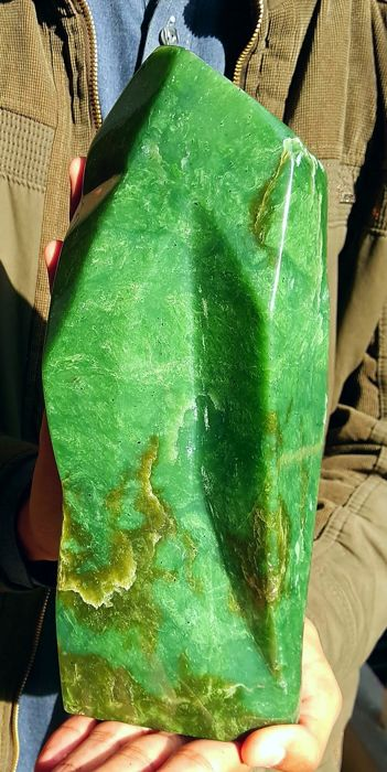 Large Emerald Green Color Hand Carved Nephrite Jade Free Form Tumble, 282 x 109 x 90 mm - 3.7 kg