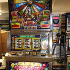 SUPER JACKPOT PARTY Slot machine with fortune wheel