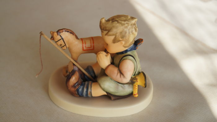 Goebel, Hummel 658-  Collector Club 658 Playful Blessing 1997-98