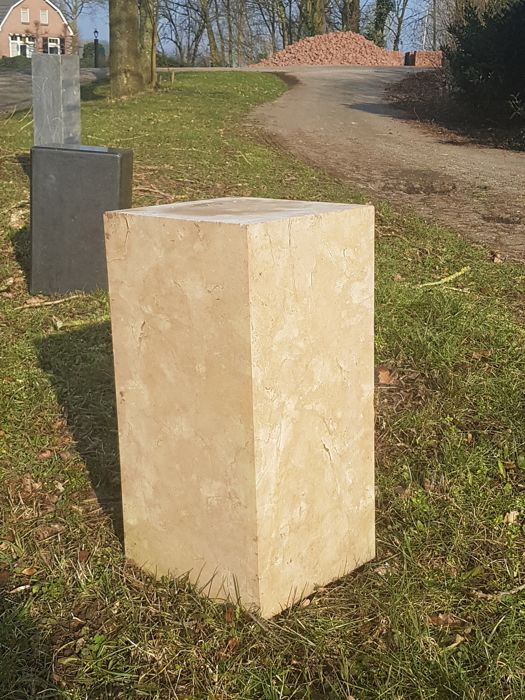 Beautiful marble column, 60 x 30 x 30 cm