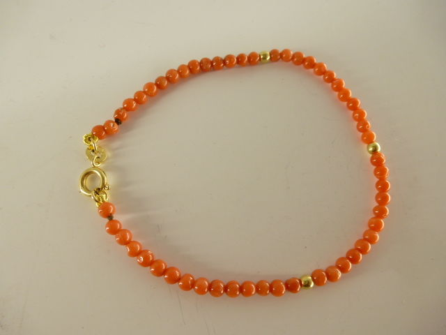 Bracelet in 18 kt gold and coral - bracelet length: 19.5 cm