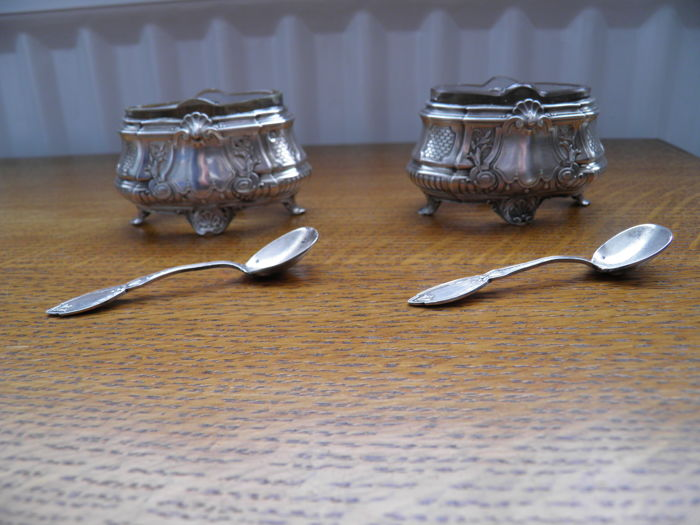 Two silver salt cellars, France, Period XIX-XX
