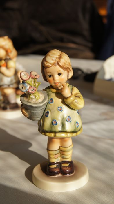 "Goebel, Hummel 463/0 ""My Wish Is Small""  Collector's Club Ltd. Edition: 1992"