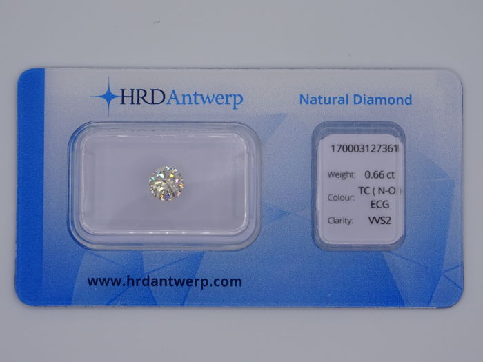 0.66 ct. briljant geslepen diamant - Tinted Colour  (N-O) - VVS2