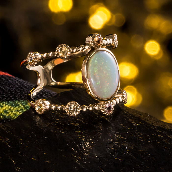 Opal, sapphire, 18K gold ring. The weight of the gemstone is 1.14ct. Total weight: 4.7 G. Ring size: 17.2 mm