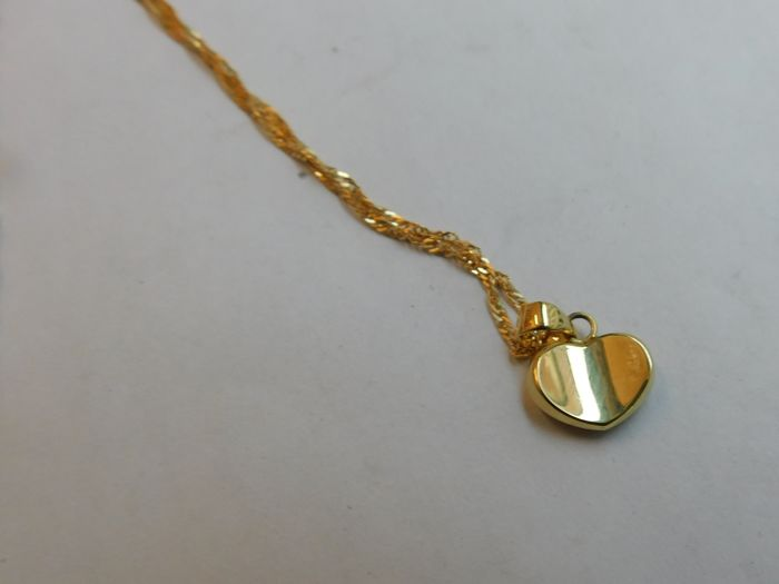 Necklace with yellow gold pendant, 18 kt, 2.9 g, 45 cm