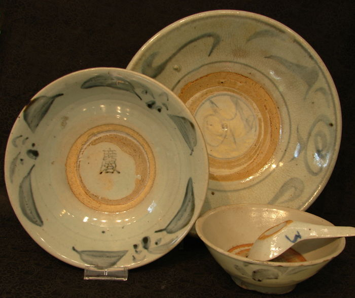 Dining set: large plate, small plate, soup bowl and soup spoon - China - Ming dynasty, 16th/17th century
