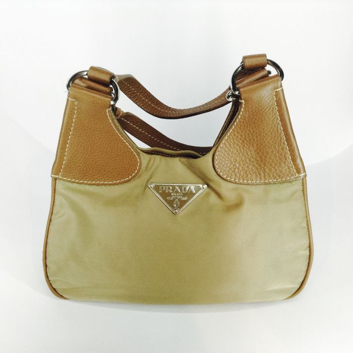 e3e7deba6458e9 Prada - BR0930 Shoulder bag - Vintage - Catawiki