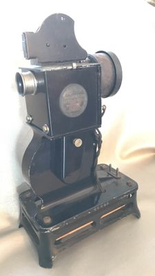 PATHE 9.5mm Baby projector (ca. 1923)