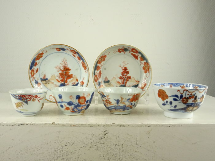 Four Imari cups and two saucers - China - 18th century
