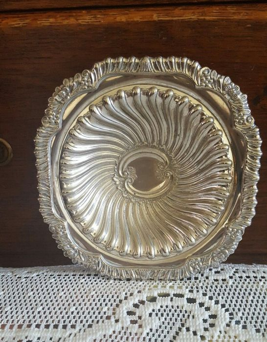 Round centrepiece plate - richly decorated - silver plated - Made in England