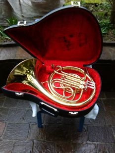 Romeo Orsi s.r Milan Italy 91 232 167 s Vintage French horn, very good sound, some signs and paint in some places