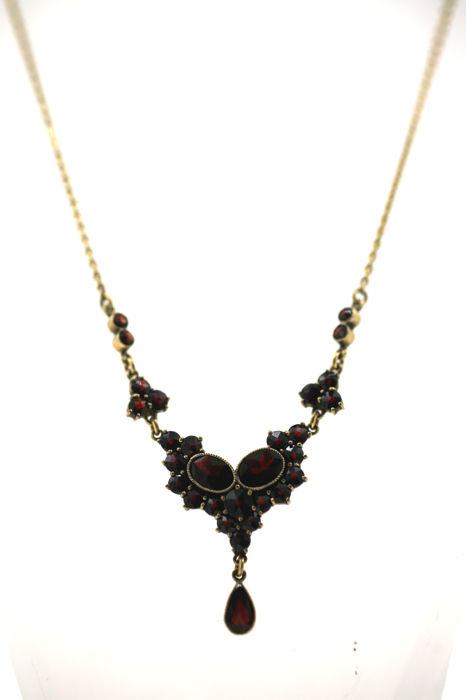 Garnet necklace with faceted Bohemian garnets in 585 / 14 kt yellow gold