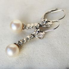 Circa 1930/40 White gold 18kt./750 hanging earrings set with ivory white natural sea/salty round Japanese Akoya pearls ca.7.9 mm and small old cut diamonds