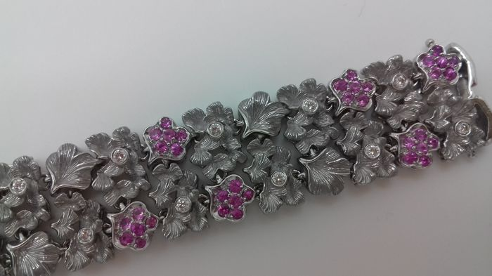 Carrera y Carrera - Bracelet in white gold from the GINKGO collection, with diamonds and pink sapphires