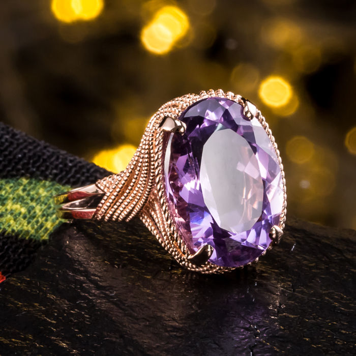 Natural amethyst, 18K gold ring. Size 17.2 mm; no reserve price