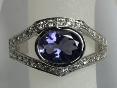 White gold ring set with an iolite (cordierite)