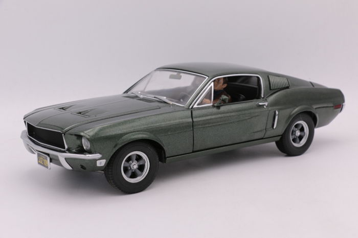 "Greenlight - Scale 1/18 - Ford Mustang GT - 1968 - Steve McQueen "" Bullit"" - Figurine Included"